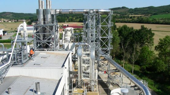 Vue d'ensemble chantier de construction d'un nouveau parc & silos à plaquettes de bois et d'une chaudière biomasse de 23Mw à La Bastide de Bousignac, Ariège (09)